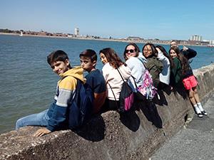 Estudiantes en la bahía de Bournemouth