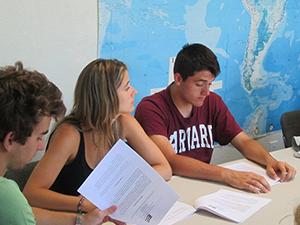 Estudiantes de inglés en el campus Mission Valley,
