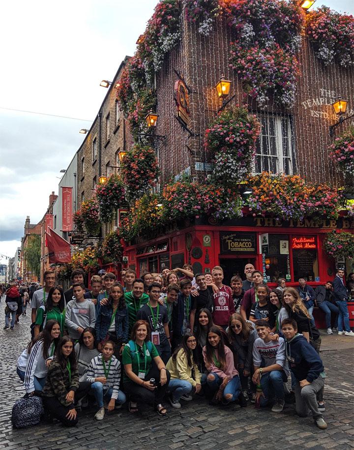 Estudiantes de inglés en Temple Bar, Dublín